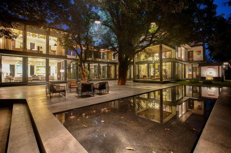 casas de diseno Bhopal India jardin casa noche iluminado ideas