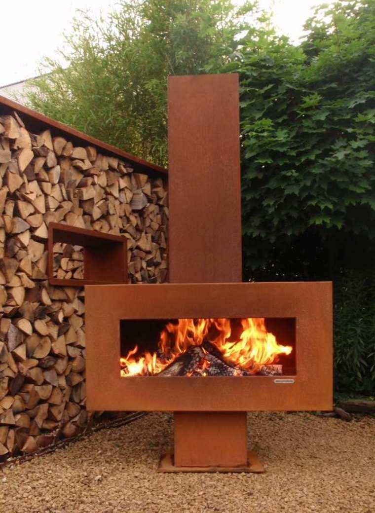 chimenea moderna leña jardin corten