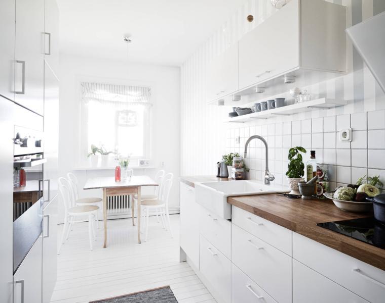 cocina blanca encimera madera nordica