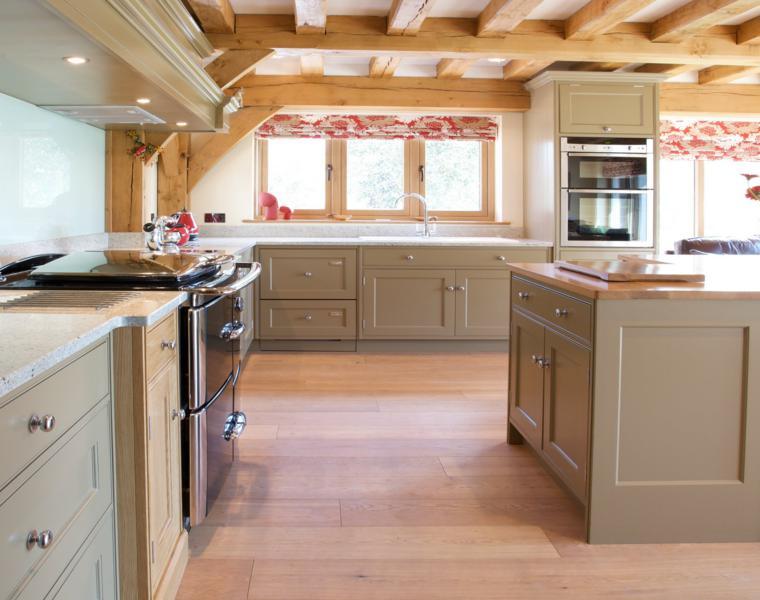cocina estilo retro techo rústico