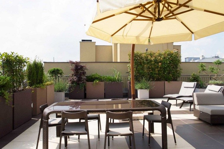 como-decorar mi terraza comedor mesa muebles macetas jardineras ideas