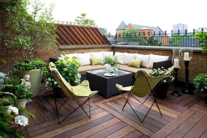 decoracion terrazas pequeñas sillas amarillas fuentes