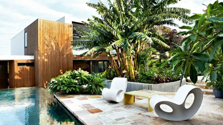 diseno jardin urbano amplio piscina ideas
