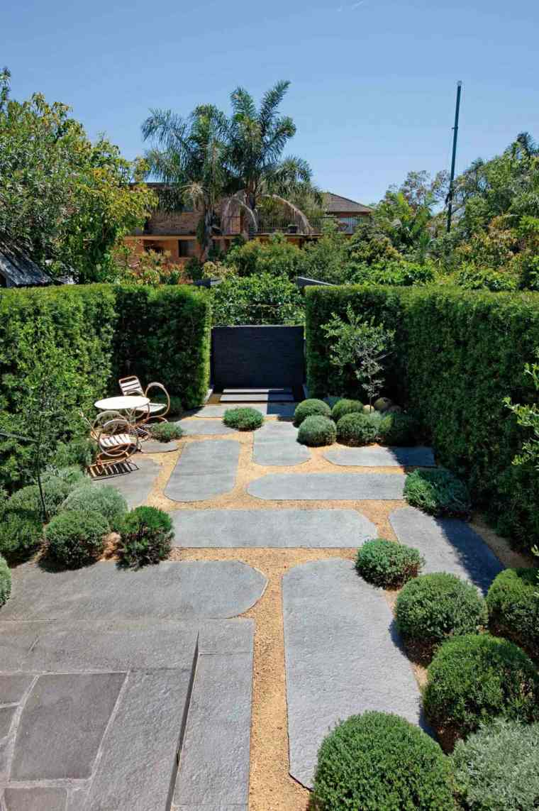diseno jardin urbano camino helechos valla natural ideas