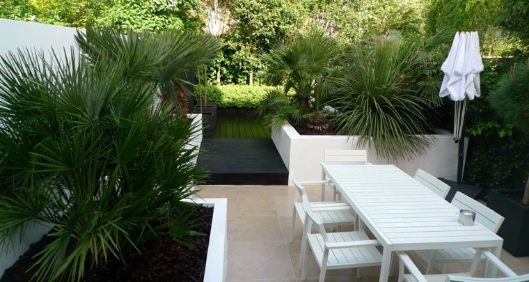 diseno jardin urbano suelo losas muebles blancos ideas
