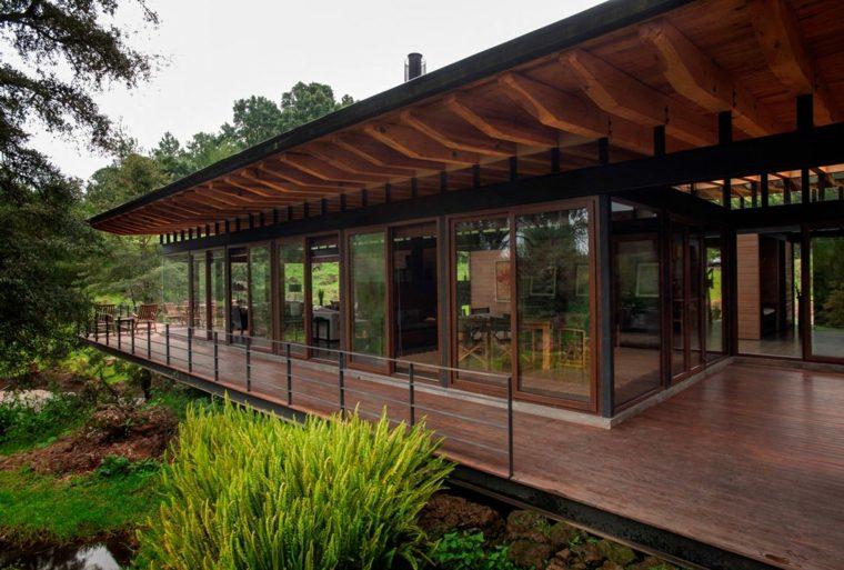 Porches de madera y cubiertas para jardines 12 dise os for Porche diseno