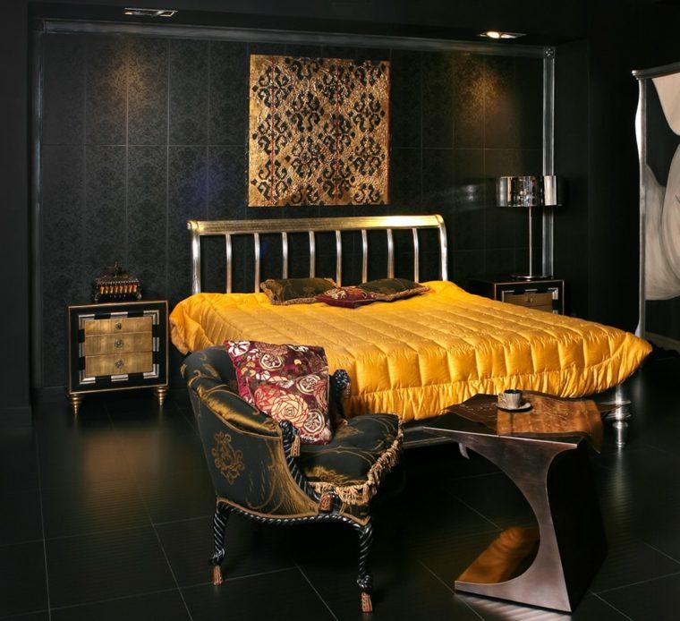 dormitorio negro colcha dorada