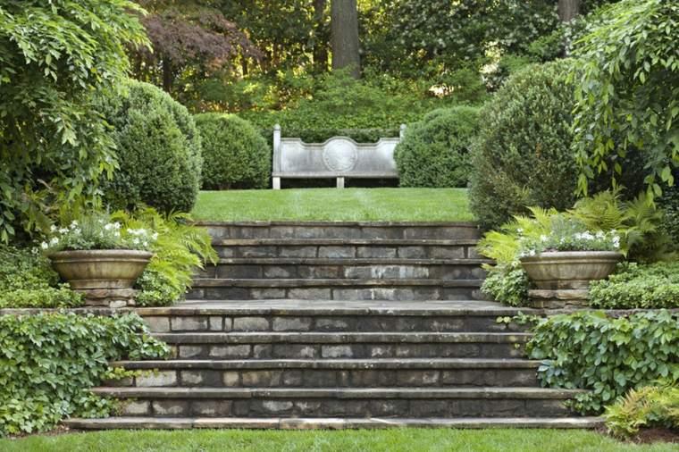 escaleras jardín estilo clásico