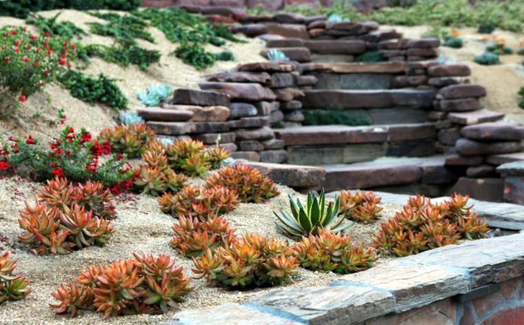 escaleras jardin decorado suculentas