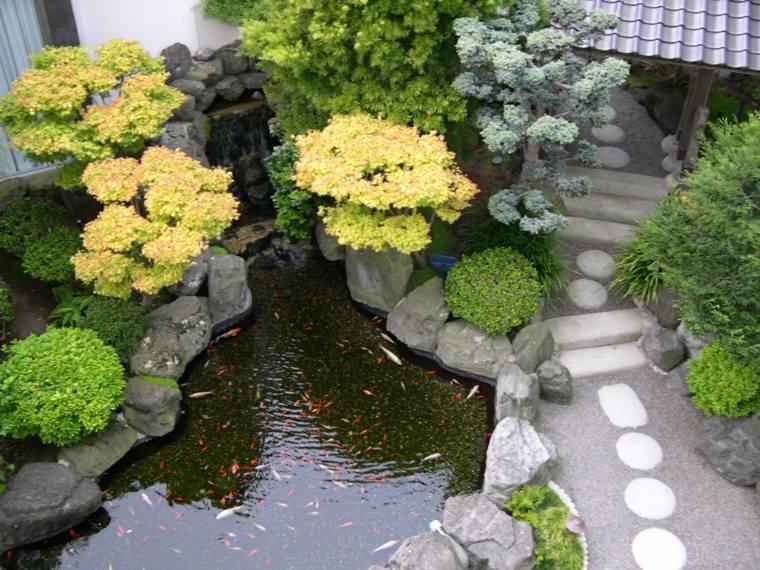 estupedno estanque estilo japonés