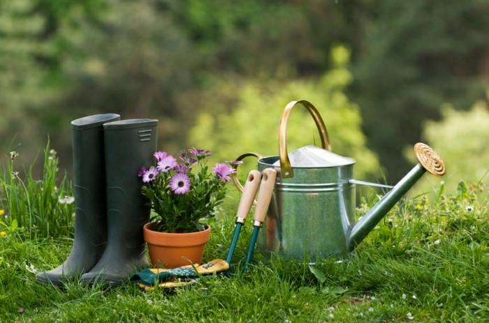 herramientas de jardineria botas regadera