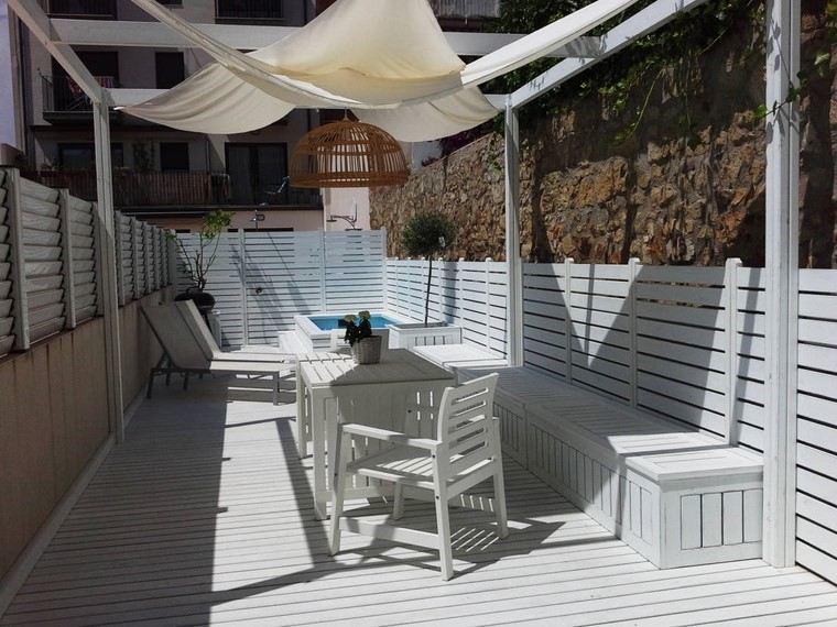 ideas terrazas blancas madera modernas pequenas pergola