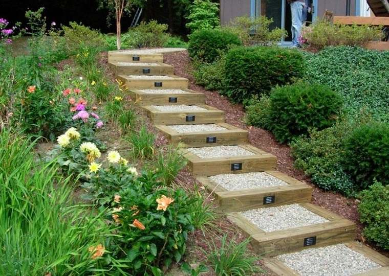 Escaleras exteriores dise os ideales para patios y for Escaleras para caminar fuera del jardin