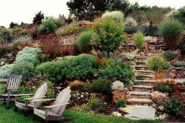 jardin aterrazado moderno escaleras piedra