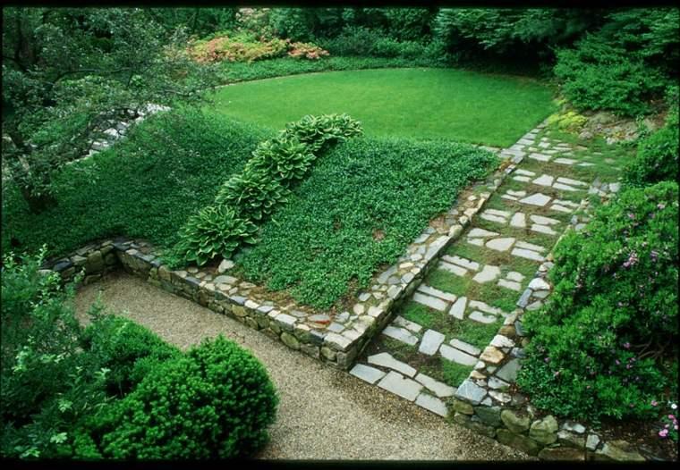 jardin nivelado terraza escalera piedra
