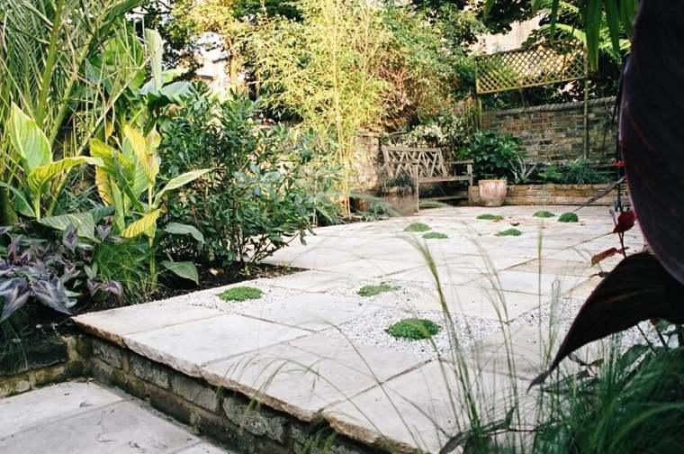 jardineria diseno de jardin urbano suelo losas madera ideas