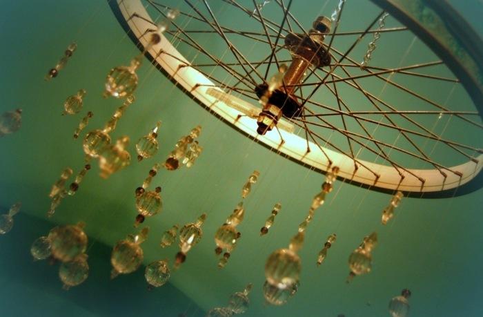 la bicicleta vieja convertida candelabro precioso ideas