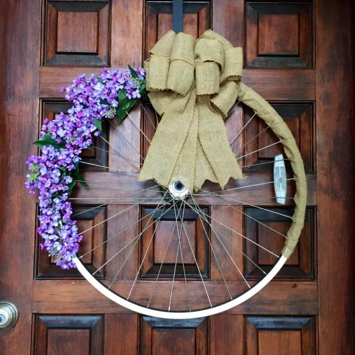 La bicicleta y el reciclaje 31 ideas de llantas para decorar - Pared decorada con fotos ...