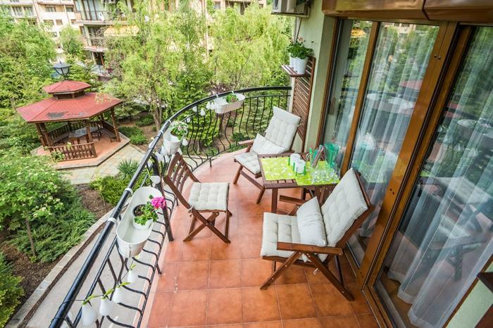 Muebles de balc n peque o y detalles originales for Muebles balcon terraza
