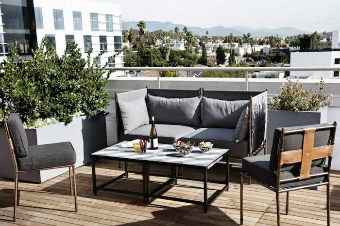 muebles de balcon pequeno moderno color negro ideas
