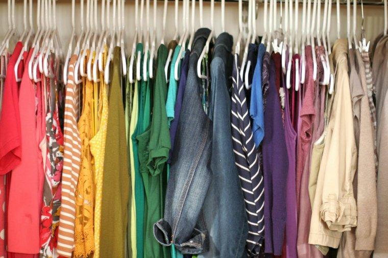 ordenar ropa colores de arcoiris