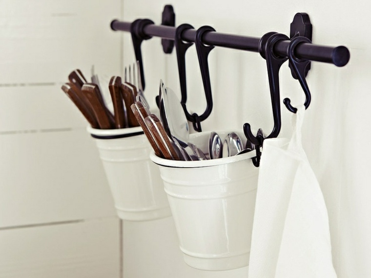 Trucos e ideas geniales para ahorrar espacio en la cocina - Ikea cubiertos cocina ...