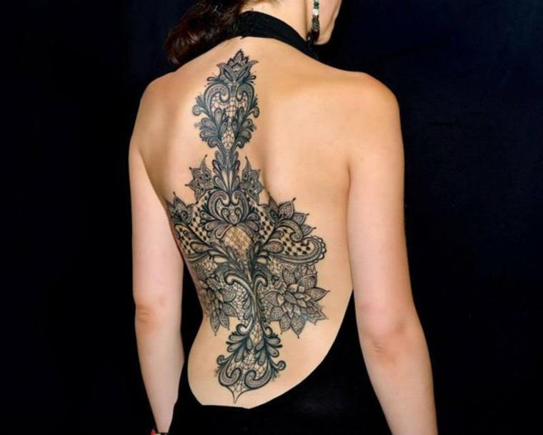 original mandala grande espalda encaje. Te presentamos las tendencias más  modernas en tatuajes para mujeres