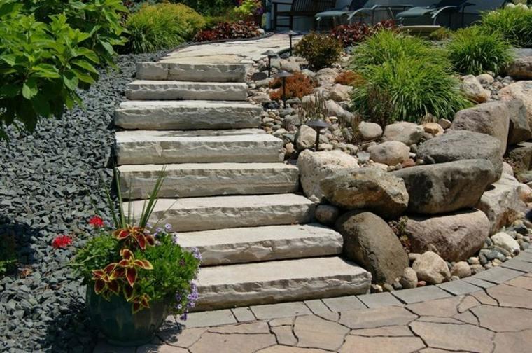 Escaleras exteriores dise os ideales para patios y for Jardines en piedra natural