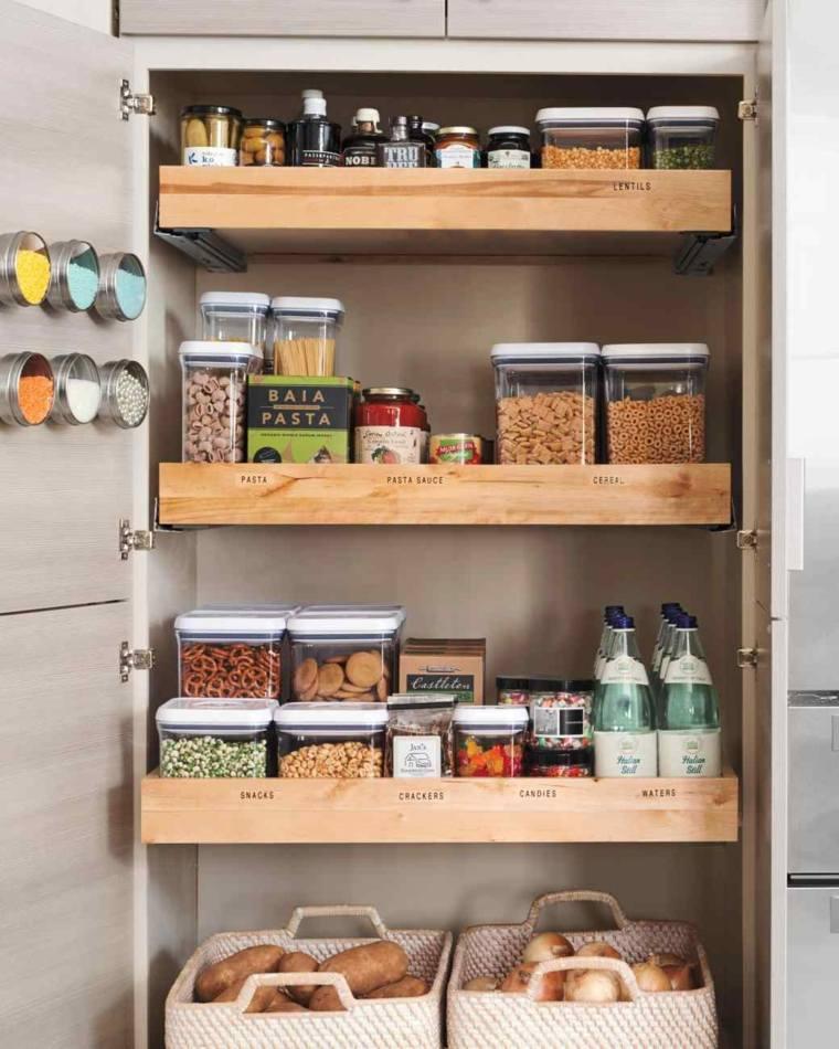 Trucos e ideas geniales para ahorrar espacio en la cocina - Estantes de madera para pared ...