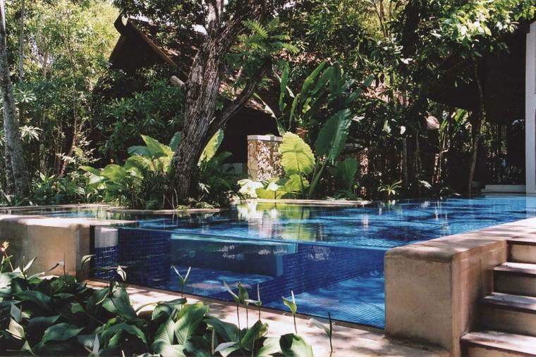 piscina transparente mosaico color azul ideas