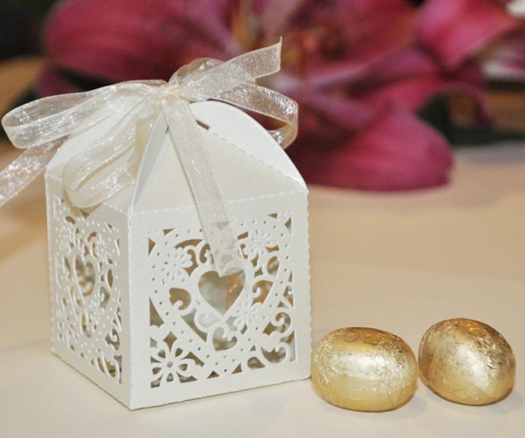 regalos de boda originales cajita blanca caramelos ideas