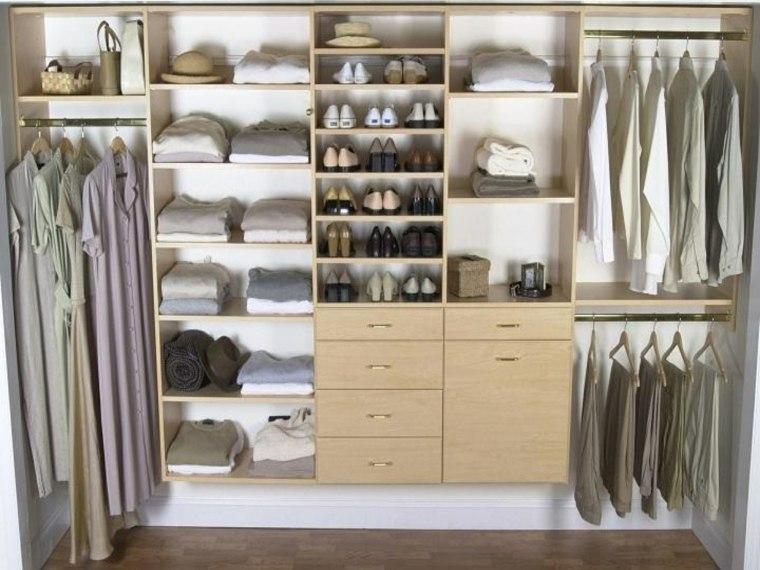 ropa armario tonos neutros grises