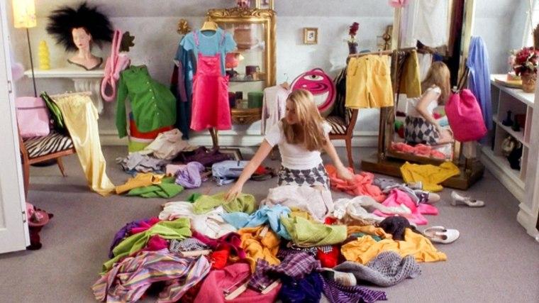 sacar ropa fuera del armario