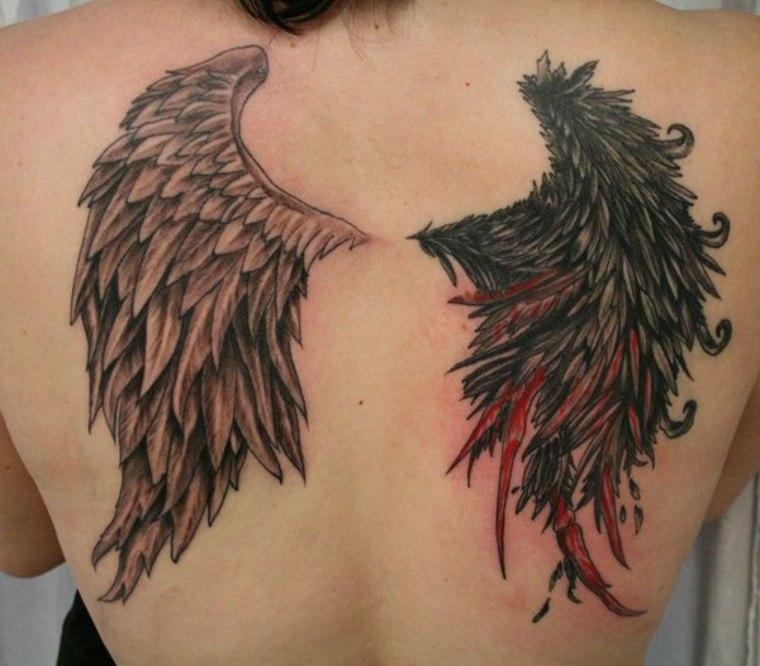 tatuaje mujer alas diferentes espalda