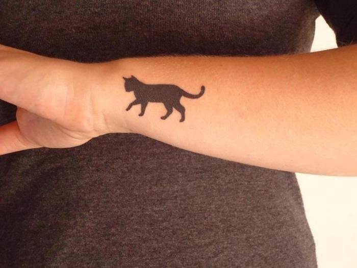 tatuajes en el brazo opciones diseno gato negro ideas