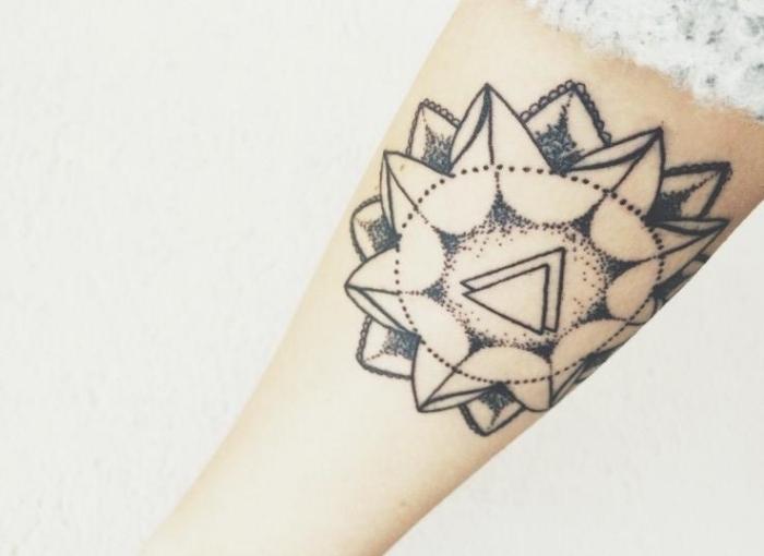 tatuajes en el brazo opciones diseno geometrico simbolico ideas