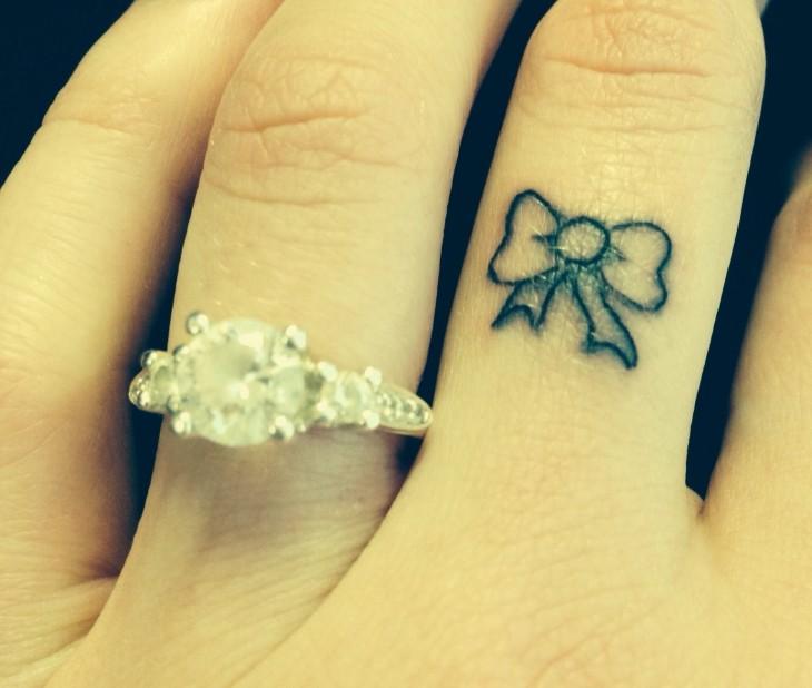 tatuajes pequeños dedos lazos especiales singulares