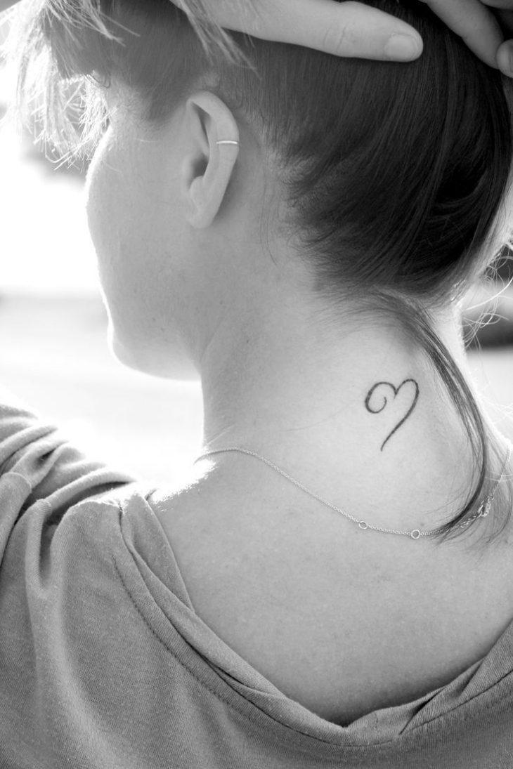 tatuajes pequeños inicial corazon letras