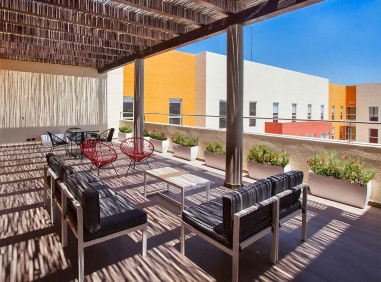 terraza amplia pergola muebles salon modernos ideas