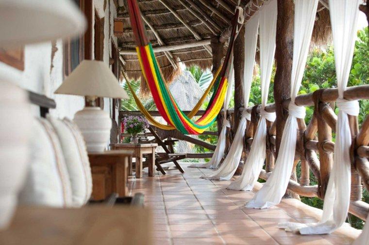 terrazas chill out decoracion cortinas blancas hamacas ideas