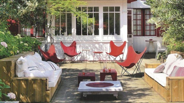 terrazas decoracion diseno mansion sillones color rojo modernos ideas