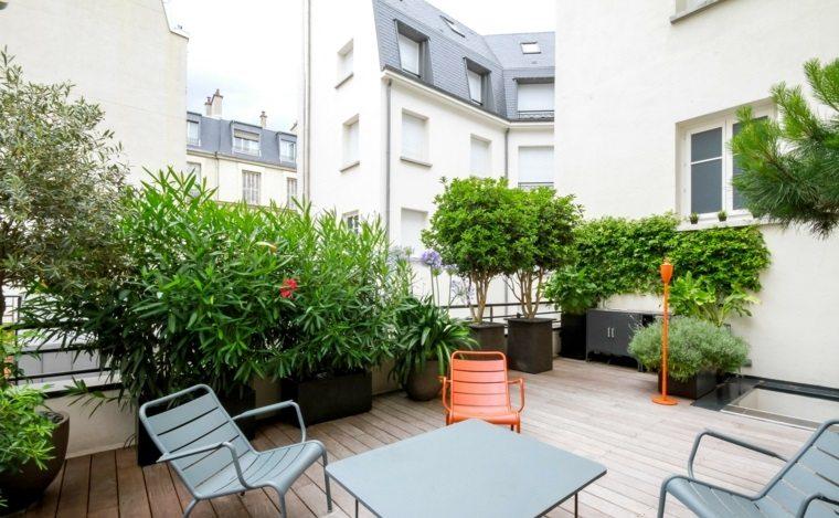 terrazas decoracion diseno plantas macetas grandes negras ideas