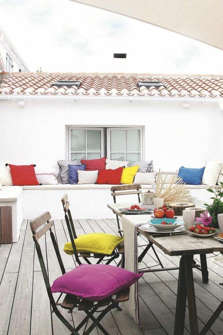 terrazas diseno exteriores banco hormigon cojines coloridos ideas