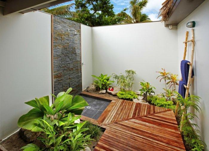 zona ducha maderas estantes duchas