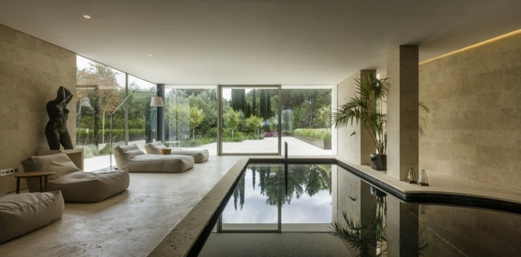 Construcci n de piscinas dentro de la casa en 36 dise os for Casas con piscina interior fotos