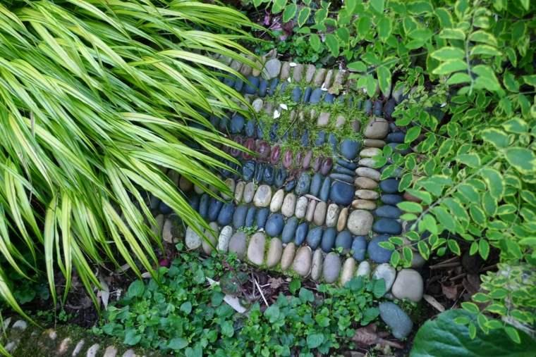baldosa decorativa jardin piedras azules