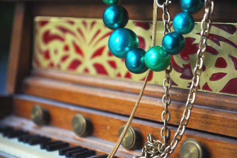 bonita decoración vintage collares