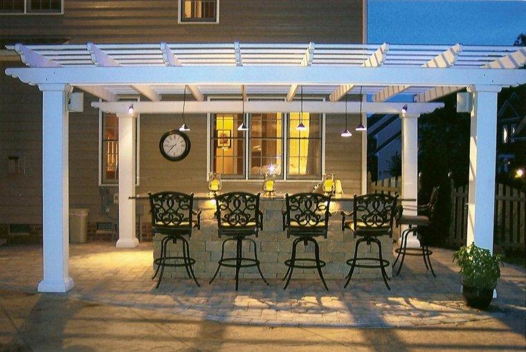 bonita terraza pergola blanca cocina