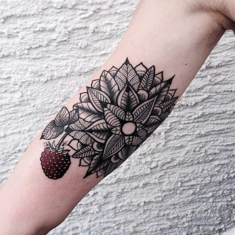 bonito diseno tatuaje frambuesa