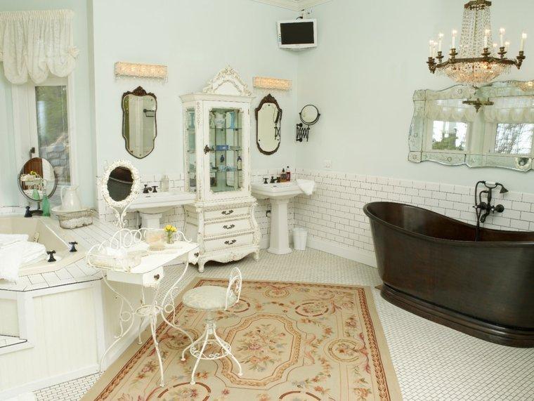 Baño Estilo Romantico:Incluso un cuarto de baño puede verse envuelto en el encanto vintage